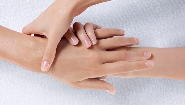Handen en nagels renoveer je met Keratine crème